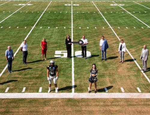 Eine zeitgemäße Sportstätte für American Football. Schlüssel wurden übergeben.